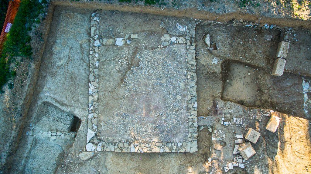 Temple et autels, Agglomération antique du Castellas, Opération préventive INRAP/CABT, Colline de l'Yeuse, 2017, Murviel-lès-Montpellier (34)